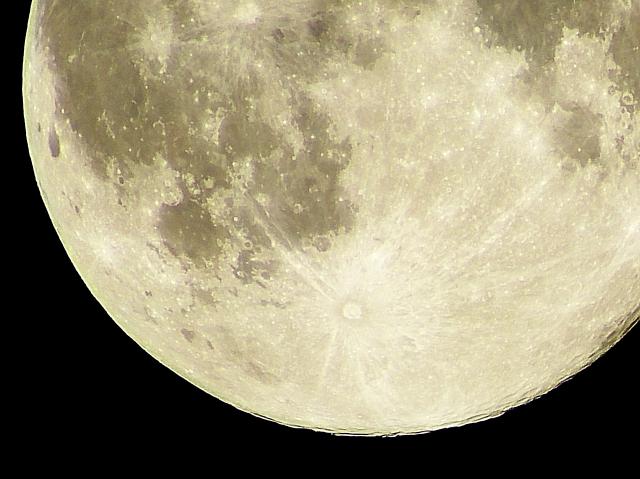 水瓶座の月蝕(満月)。ポジティブな自分革命のはじまり【今日の星回りを仕事に活かす方法】