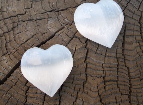 失恋で傷ついた心を癒す3つのパワーストーン。もう恋しないなんて言わないようになるために