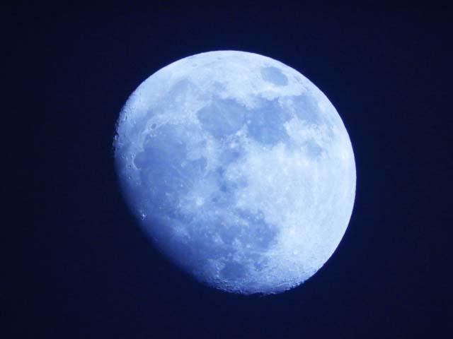 月のハードアスペクトがあると、〇〇的に満たされにくい