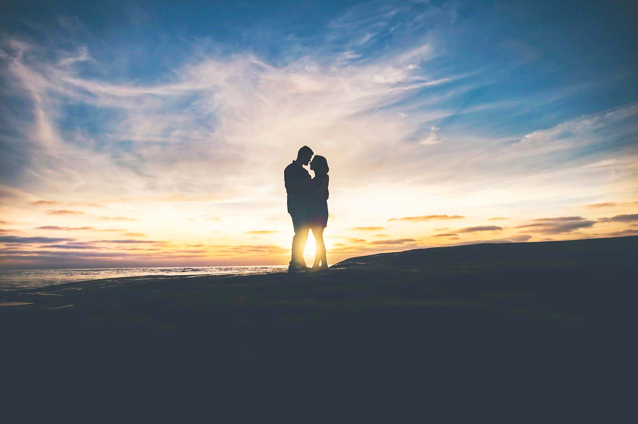 西洋占星術で観る男女の相性〜これがあると、出会ってすぐに強烈に惹かれ合う!という天体同士のアスペクト